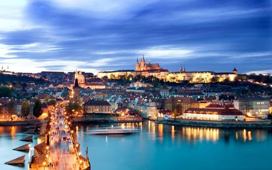 http://files.onlyimage.com/free/full/930/hradcany-charles-bridge-prague-2844048.jpg